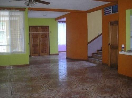 Fotos de Vendo linda casa de 2 niveles con terraza ubicada en retalhuleu, guatemala 3
