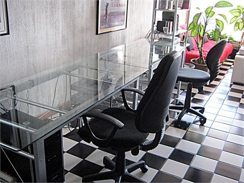 escritorios de vidrio y metal en guatemala