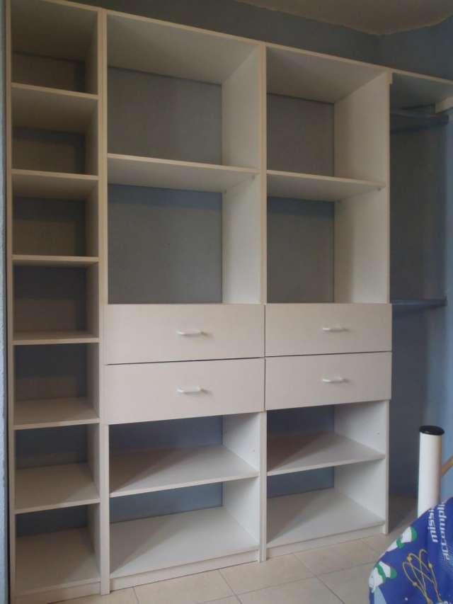 Muebles de melamina para negocio de ropa for Muebles para negocio