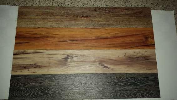 Hule imitacion madera materiales para la renovaci n de for Piso imitacion madera