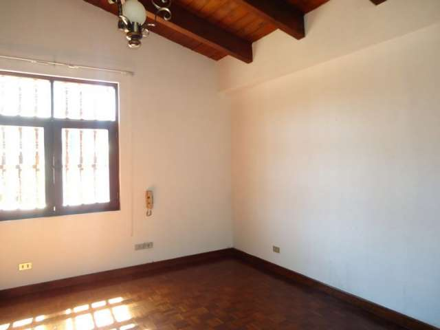 Casa en renta zona 14, la villa, dentro de condominio
