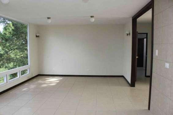 Hermoso apartamento con linea blanca en zona 16