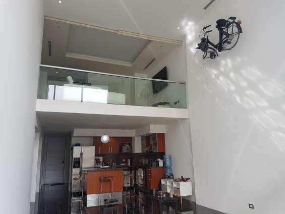 Amplio apartamento en venta en zona 10