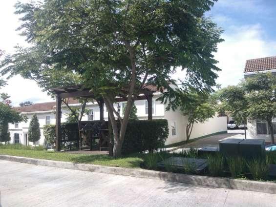 Casa en venta en condominio condado naranjo mixco zona 4