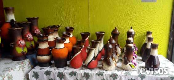 Venta de artesanías de barro