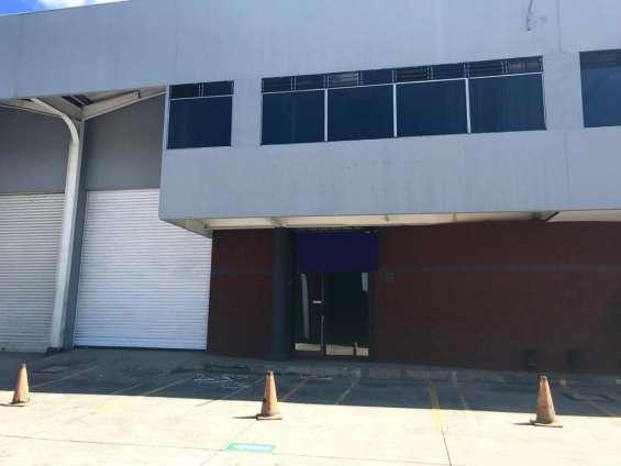 Alquilo ofibodega 600m2, entrada furgón, 20 calle, zona 10