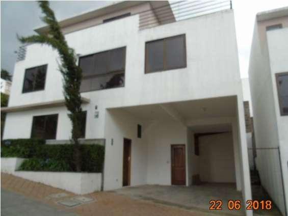 Venta de casa de fha, en condominio suntuaria, seguridad de alta calidad