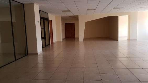 Oficina en renta en excelente ubicación en zona 13