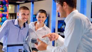 Servicio al cliente hombres y mujeres