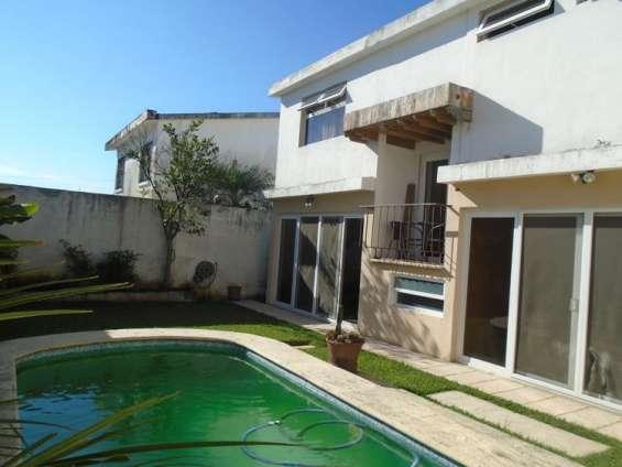 Vendo casa con piscina en sector b-1 san cristobal