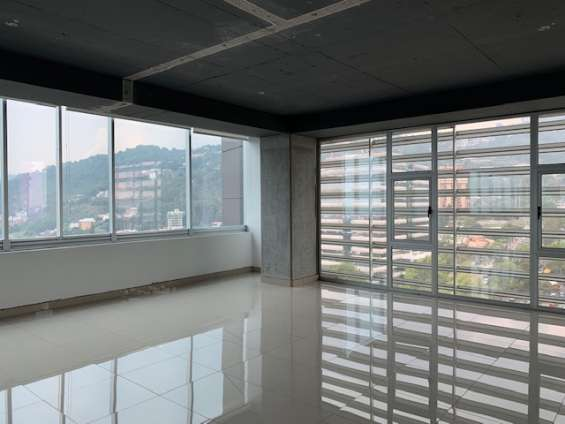 Oficina de 283 m2 con acabados en renta zona 15 vh 2
