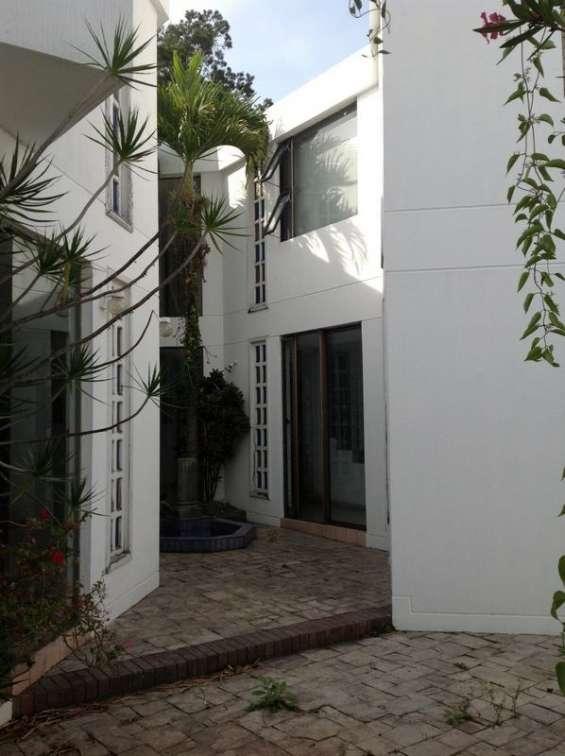Vendo/rento casa ideal para oficina zona 11 mariscal