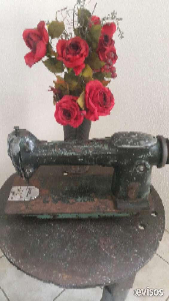 Vendo máquina de coser singer para decoración