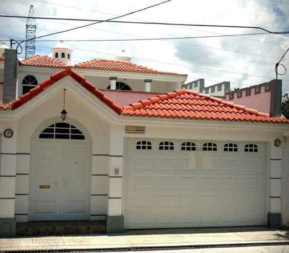 Casa en venta en sector b-1 san cristóbal, zona 8 de mixco