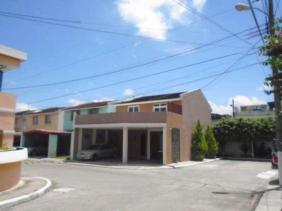 Casa en venta en zona 7 dentro de condominio residencial