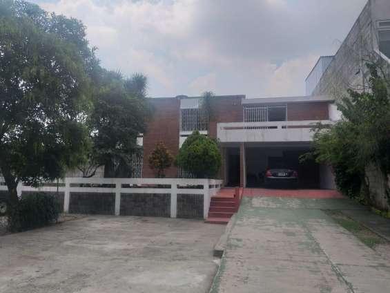 Amplia casa en renta sobre bulevar san cristóbal