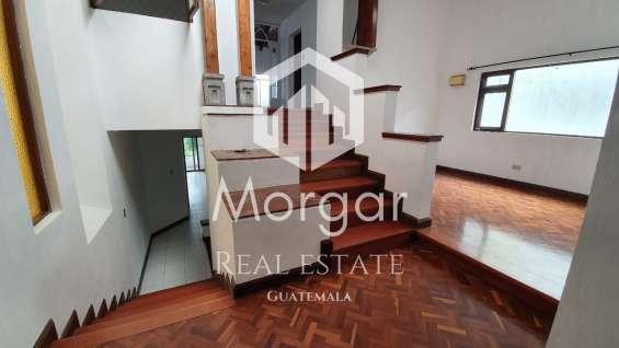 Casa en alquiler en zona 14 de 399 mts en $2600 de 4 dormitorios/código 695