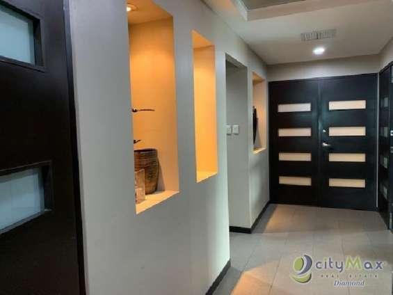 Oficina de 250 m2 en renta en nivel alto en zona 10
