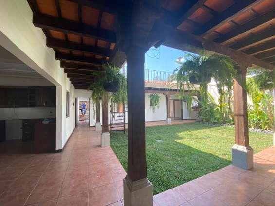 Casa amplia en antigua de 3 habitaciones en antigua guatemala